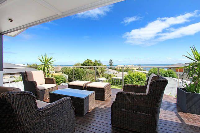 QUEEN'S BEACH RETREAT, a Mornington 5 BDRM LARGE HOUSE | Stayz