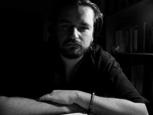 Juan Pablo Villalobos, scrittore messicano, ci racconta come ha conosciuto Diego Enrique Osorno e ci spiega l'importanza del suo lavoro di giornalista in un Paese difficile come il Messico.  dal blog lineadifrontiera.com, traduzione di Thais Siciliano.