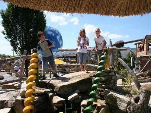 Merlinův Dětský svět Znojmo - zábavný park na hraničním přechodu Hatě