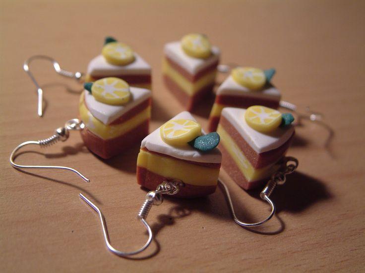 Húsvéti tojásfadíszeket és vicces ékszereket készítettem. A filctojásokat egyszerű öltések és gyöngyszemek díszítik, vattával, szivaccsal vagy...