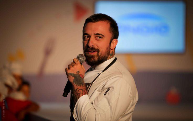 https://flic.kr/p/zpCDpP   l'Energia degli Chef - la finale   La finale tra la 3a I della scuola Fattori di Rosignano e la 3a A del Convitto Longone di Milano (Credits Flaminia Lera).
