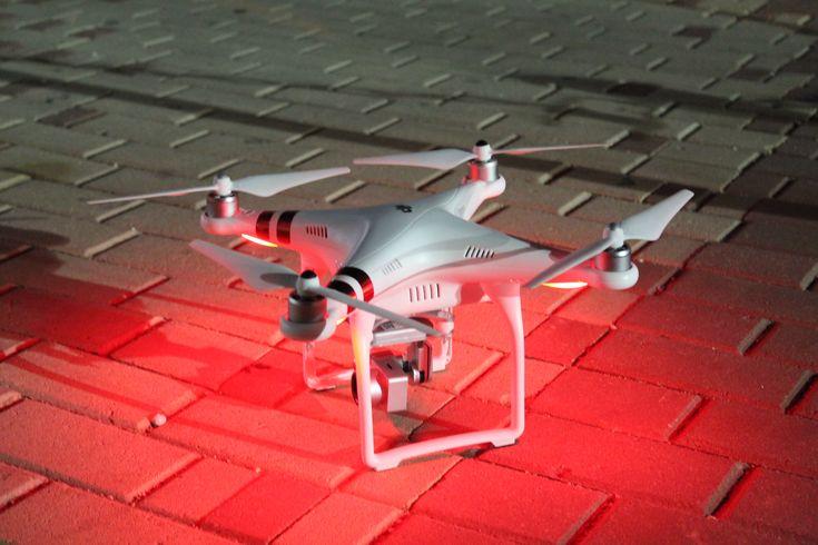 Dron Phantom nocturno