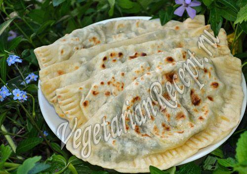 Кутабы с зеленью - вкусные лепешки, печеные на сухой сковороде, с начинкой из зелени. Очень простой рецепт.
