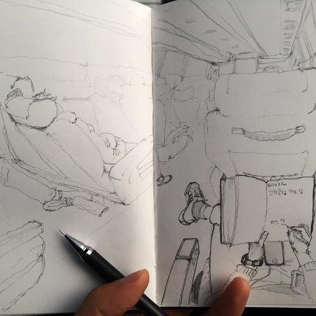 실밥도 어제 풀고 어쨌든 불행했지만 다행이닿 #취미 #그림 #낙서 #스케치 #버스안 #hobby #doodle #drawing #sketch #bus