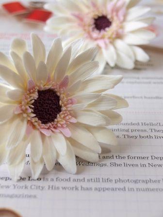 クレイで作る繊細な花達  Clay Art Wedding http://clayartwedding.net/
