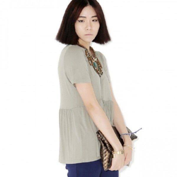 Today's Hot Pick :裾フリル切り替えT【BLUEPOPS】 http://fashionstylep.com/P0000YLH/ju021026/out 裾をフリルに切り替えたシルエットが女性らしいTシャツ。 カジュアルさのなかにたっぷりのガーリーテイストを盛り込んだ女子アイテムです♪  デザインがシンプルだからこそ、着回しもしやすくどんなボトムスとも合わせられます。 楽ちんカワイイ夏スタイルをぜひお楽しみください。 身長によって着丈感が異なりますので下記の詳細サイズを参考にしてください。 ◆3色: アイボリー/ピンク/カーキ