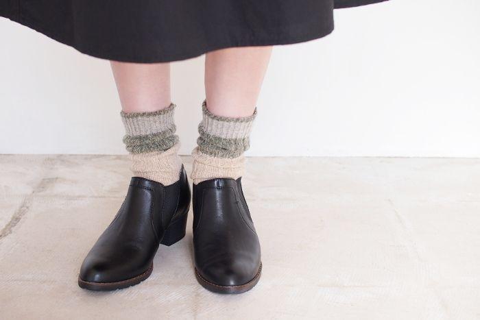 厚みのあるウール素材のソックスは、くしゅくしゅとルーズに履くのも可愛いですね♪
