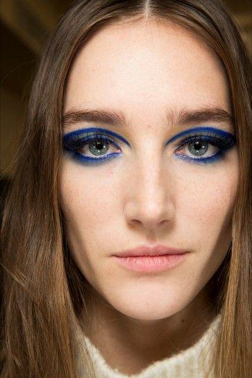 Ombretto blu elettrico intenso da Atelier Versace 2015