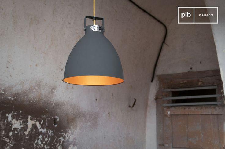 Il lampadario Augustin è un degno rappresentante dello stile industriale delle lampade Jieldé che sono in produzione dal 1950 all\'azienda Jieldé a Lione