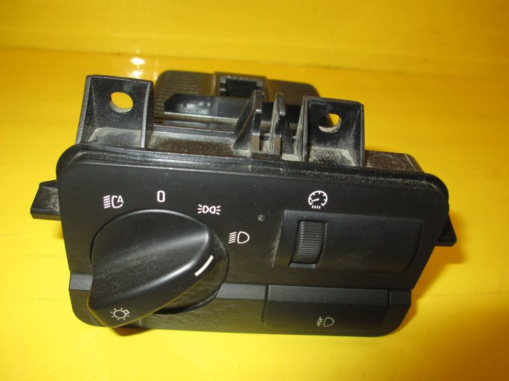 This Headlight Switch is for 2000 BMW M3, BMW 330i, BMW 325ci, BMW 330ci.Please compare the part number(s):  6936828 make sure to check with your local dealer before purchasing it.Note:please match you product with the picture, the product is in a very good condition