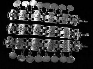 la bella joyeria que hacen con las monedas de los españoles