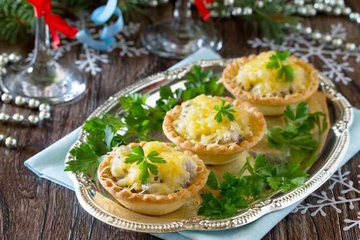 Le tartellette con funghi e formaggio sono un antipasto semplicissimo da preparare ma di sicuro effetto. Ecco la ricetta