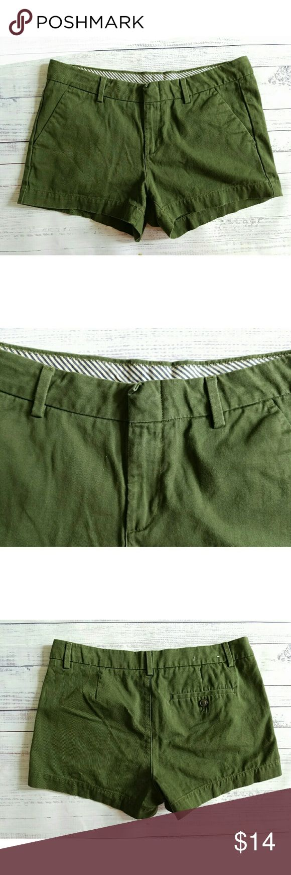 Army green canvas shorts Iightly worn, olive green 16.5 inch waist while flat 2.75 inch inseam 9.5 inch rise Uniqlo Shorts