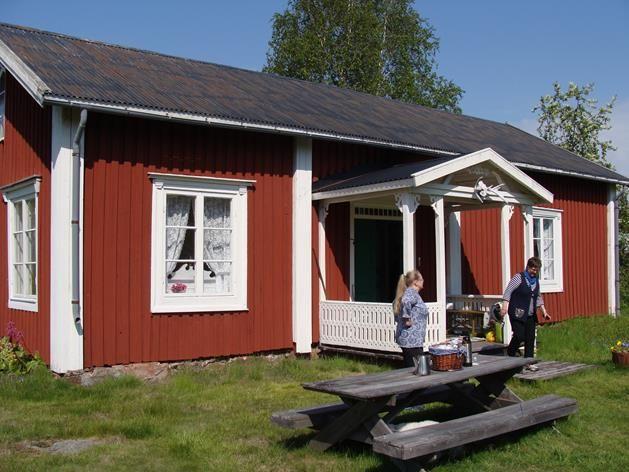 Visitluleå - Galleri Agda  Valborg.  Tillägg av mig - Nina: My ancestors farm at the Island Junkön, Luleå archipelago. Nowadays art gallery......