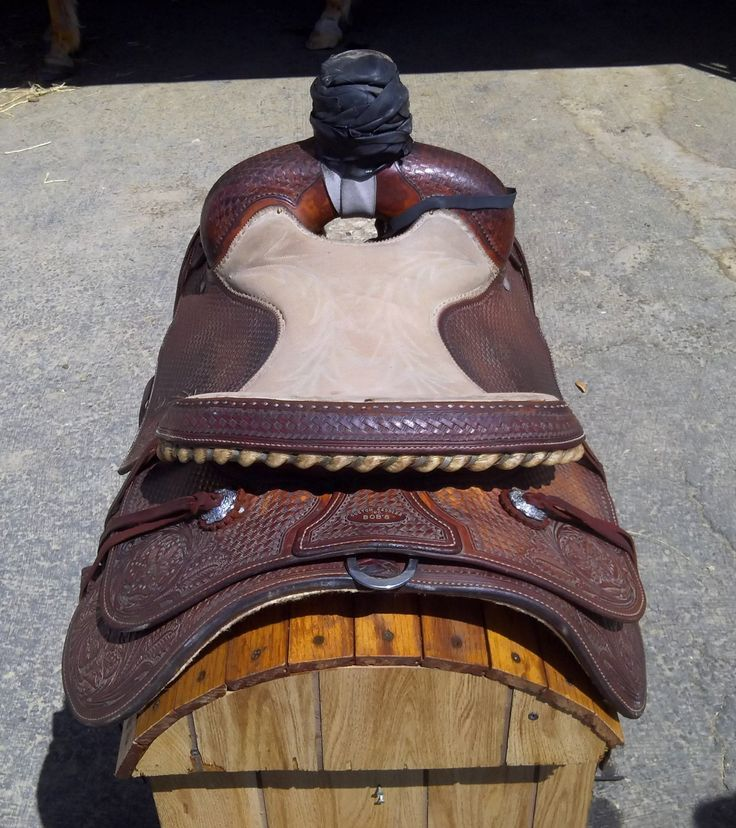 15 inch Bob's Custom Roping Saddle for Sale - For more information click on the image or see ad # 35187 on www.RanchWorldAds.com