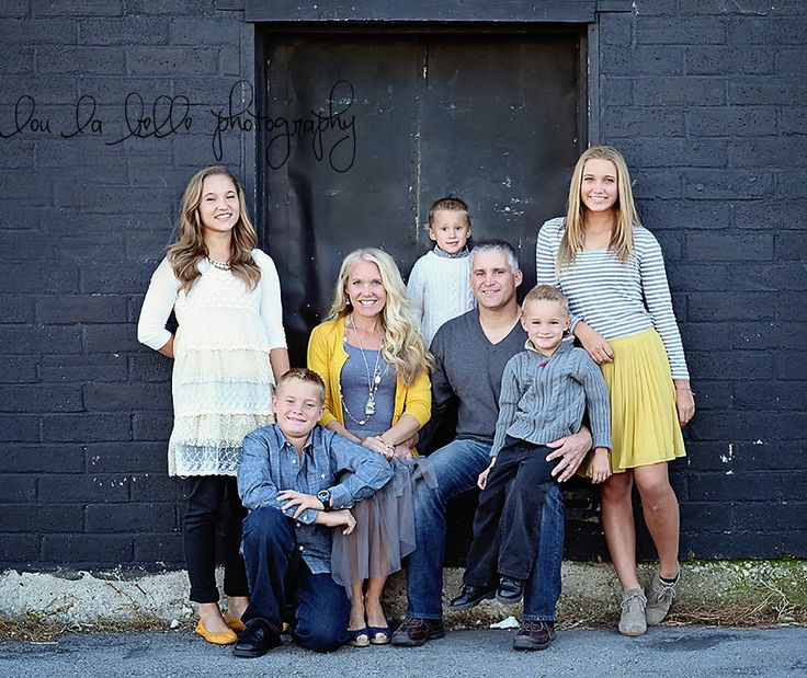 family photography, urban family photos, large family, poses, yellow, gray, Utah photography, lou la belle photography
