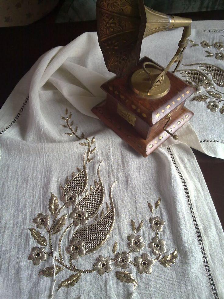 Muşabaklı ilk tel sarma işim kursta panoya asılı olduğu için resmini yeni koyabiliyorum..Papatyalı klasik bir örnek, gümüş ...