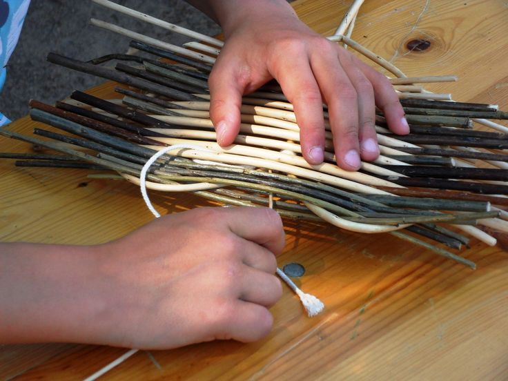 Atelier Vannerie, Création d'un cœur en osier à La Maison des Traditions à Chassignolles  DIY