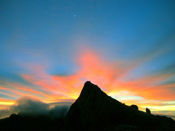Lever de soleil sur le mont Kinabalu, Malaisie