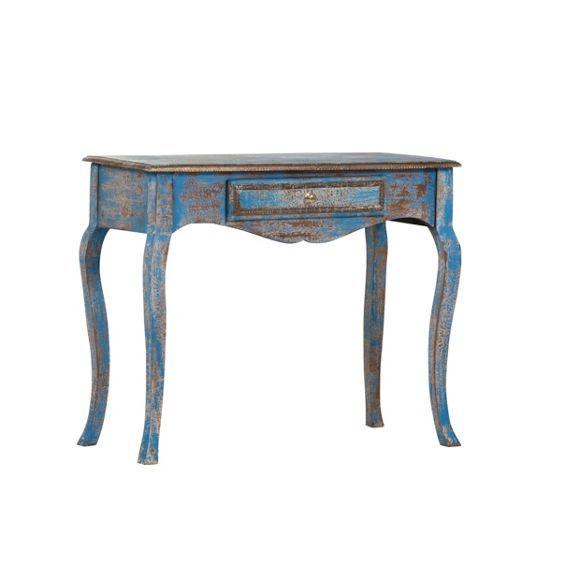 """Mit dem Tisch """"Aurora"""" von LANDSCAPE verbreitet sich der Charme vergangener Zeiten. Das elegante Möbelstück ist aus massivem Mangoholz gefertigt und in Blau gehalten. Die gebeizte und lackierte Oberfläche wird durch Schattierungen in Goldfarben veredelt. Begeistern Sie sich für diesen Tisch in rustikaler Optik und bereichern Sie Ihre Einrichtung mit diesem extravaganten Möbel!"""