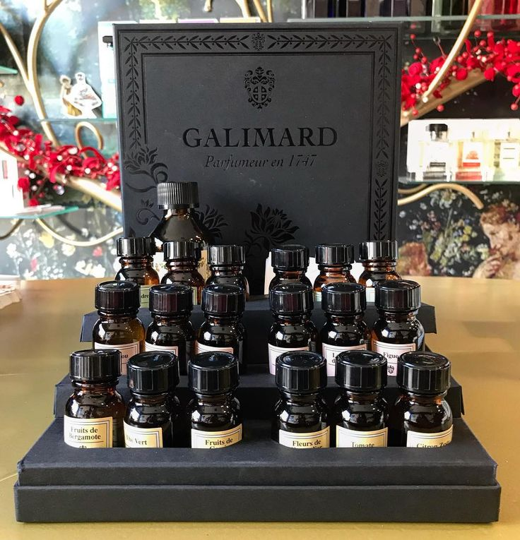 If you want to make your own creation here is the best kit you can use to become a real perfumer!!  #galimard #perfumer #kit #howtobecomeaperfumer #grasse #france #perfume #art #creative #tripadvisorgreece #bestgiftever  Only at #rosinaperfumery #giannitsopoulou6 #glyfada #athensriviera #athens #greece #shoppingonline : www.rosinaperfumery.com