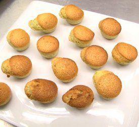 Receta de magdalenas de pistacho. El cocinero Mikel Gallo nos explica paso a paso cómo preparar unas ricas magdalenas de pistacho, con harina, azúcar, mantequilla, huevos, pistachos y baking power