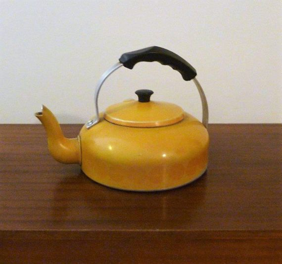 $35    Vintage 1960s 8 Cup Mustard Yellow Enamel Stove Top by V1NTA6EJO