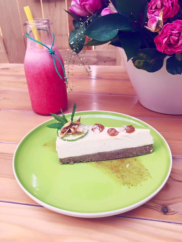 Gustarea zilei Camara cu Merinde #cheesecake si #limonada de #capsuni 🍹
