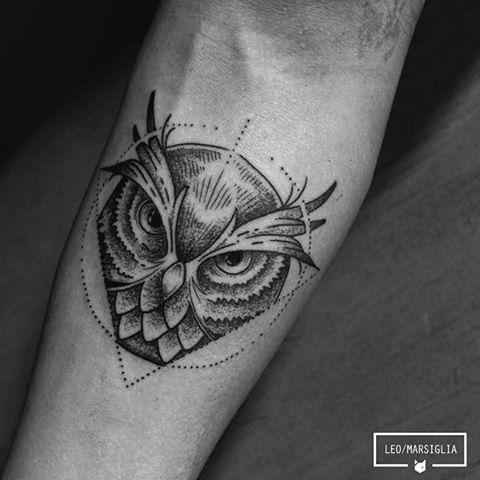 Coruja do André, muito obrigado! #tattoosp #tatuador #linetattoo #linework #pontilhismo #dotwork #animaltattoo #owltattoo #owl #blacktattoo