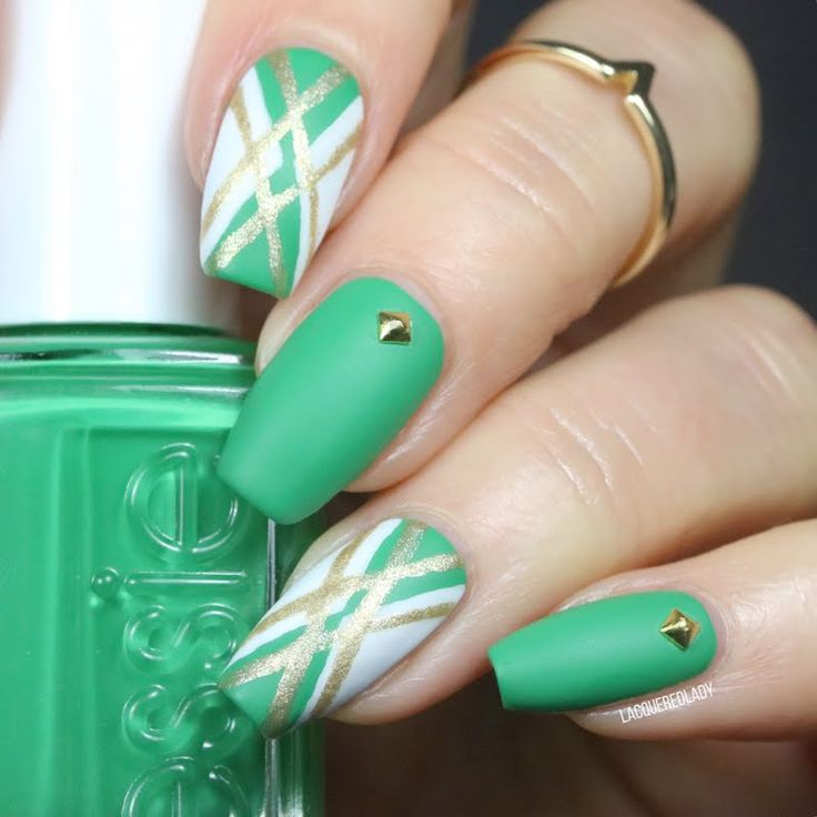Skip town and head south in this mesmerizing nail art by Jayme using her gifted essie Spring 2017 Collection Nail Polish in #ontheroadie. Get lost in this vibrant kelly green with avocado undertones and never look back!  Products were gifted to the artist free of charge as part of the Preen.Me VIP program together with essie.