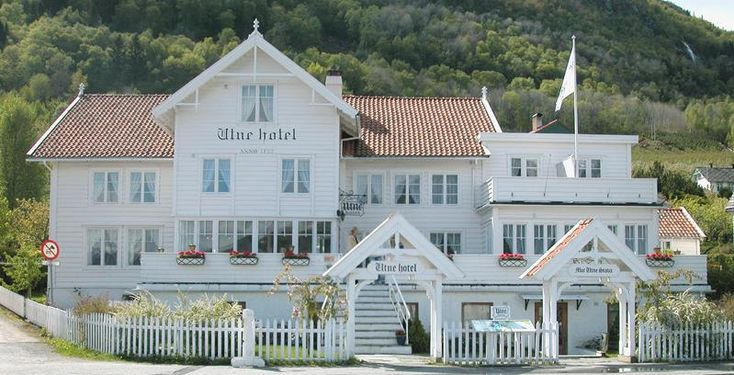 Utne Hotel, Ullensvang, Beautiful surroundings in the Hardanger Fjord. Restaurant with traditional Norwegian food and local produce.