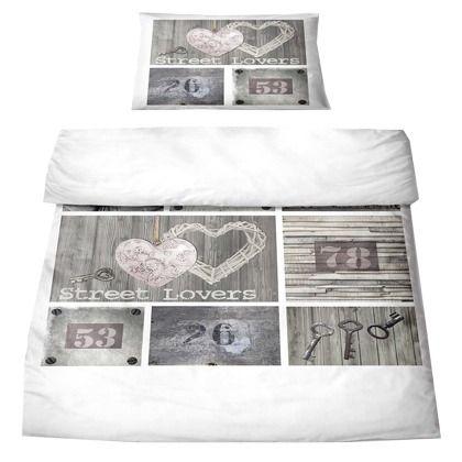 Hübsche Bettwäsche in romantischem Stil. Für alle Romantiker, die sich abends gern in ihr Bett kuscheln und in ferne Traumwelten entführen lassen <3 ab 59,90€