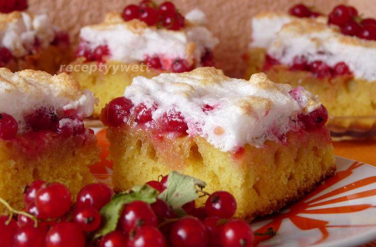 Svieži koláč z čerstvých ríbezlí