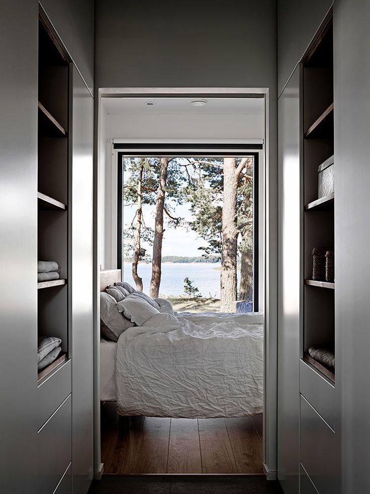 Suunnittelun lähtökohtana oli valmis Harmaja 135 C -talomalli, joka muokattiin persoonalliseksi ja haastavalle kalliotontille sopivaksi yhdessä arkkitehti Tiina Pyykön kanssa.