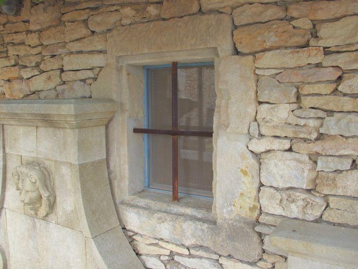 Encadrement de fenetre en pierre ancienne materiaux for Encadrement fenetre