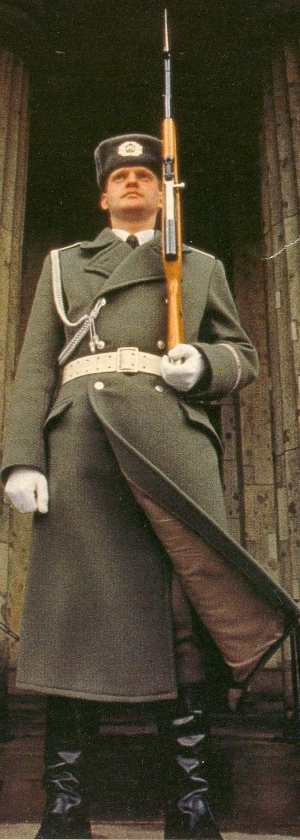 Soldier of the Friedrich Engels Guard Regiment at the gate of the Neue Wache in Berlin.