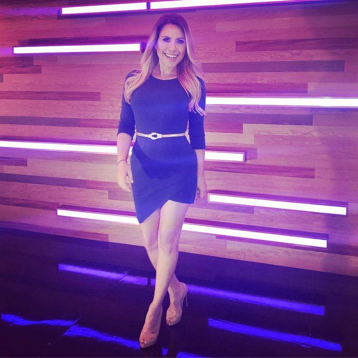 "3,490 Likes, 53 Comments - Lindsay Casinelli (@lindsaycasinelli) on Instagram: ""Hoy me escape de Contacto deportivo .... hmmm not really ! Es el remix discotequero jajaja"""
