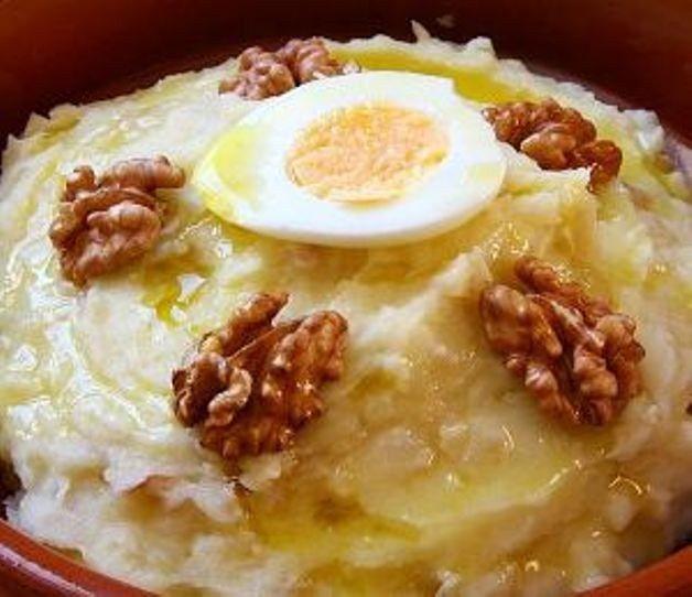 Atascaburras. Pringe de patatas con bacalao y huevos. Receta típica de Castilla la Mancha. España  Prepárala con Chef Plus Induction