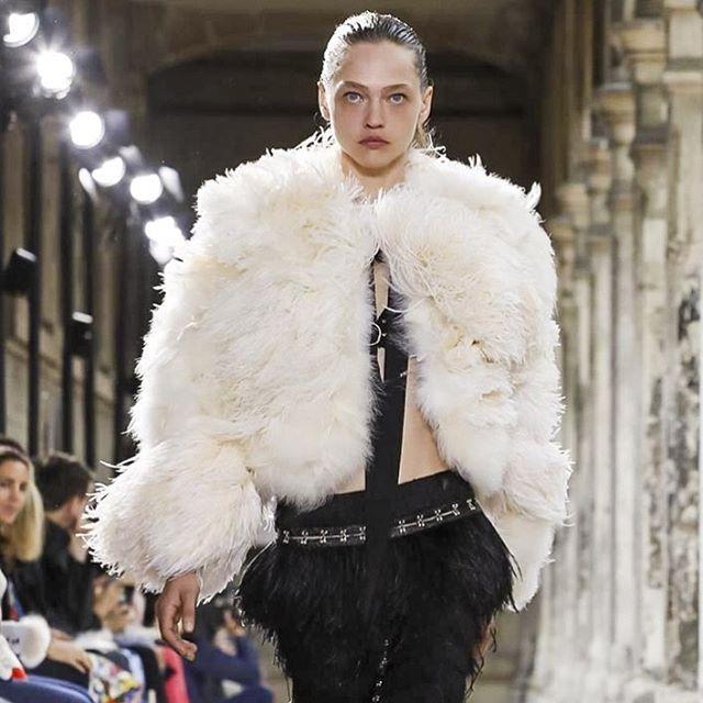 Саша Пивоварова на показе первой парижской коллекции @proenzaschouler  via HARPER'S BAZAAR RUSSIA MAGAZINE OFFICIAL INSTAGRAM - Fashion Campaigns  Haute Couture  Advertising  Editorial Photography  Magazine Cover Designs  Supermodels  Runway Models