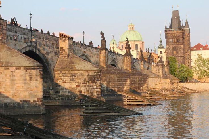 Летом очень много народу.... – отзыв о Карлов мост, Прага, Чешская Республика - TripAdvisor