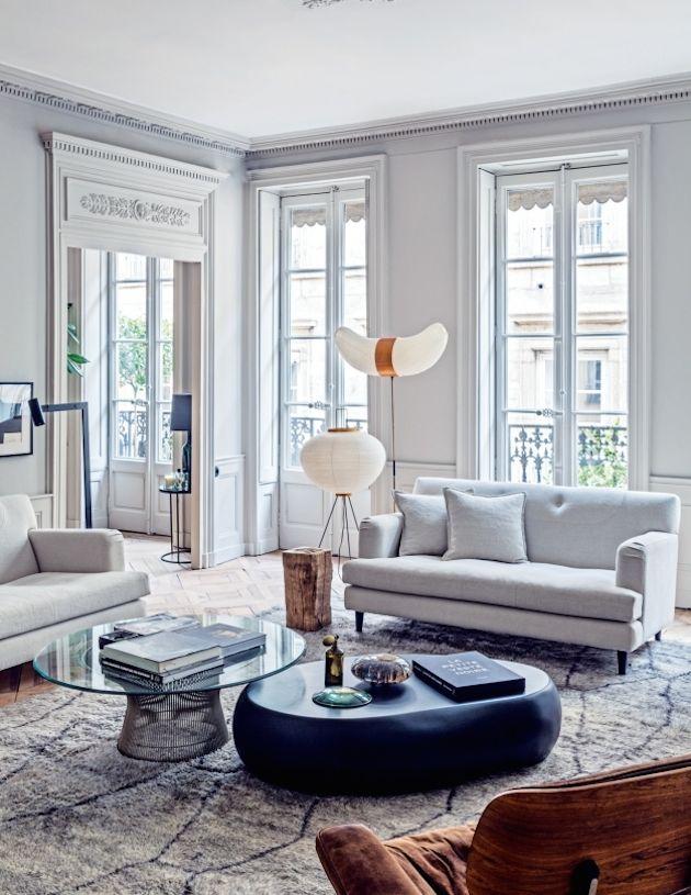 7.1 Интерьер моего дома вижу белым, с яркими пятнами, например, бирюзы или даже красного. Элементы светлого дерева в мебели и смешение стилей в целом. Французские окна, много воздуха и пространства. Зелень свозь окна, в саду или на террасе, но не внутри.