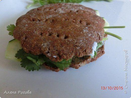 Есть у меня в блоге рецепт Ирландского хлеба http://stranamasterov.ru/node/347270 где используется два вида муки. В последнее время я практически не ем хлеб, но о пользе ржаной муки наслышана и решила испечь лепешки только из нее. Рецепт очень простой,  быстрый, и  главное  полезный. фото 12