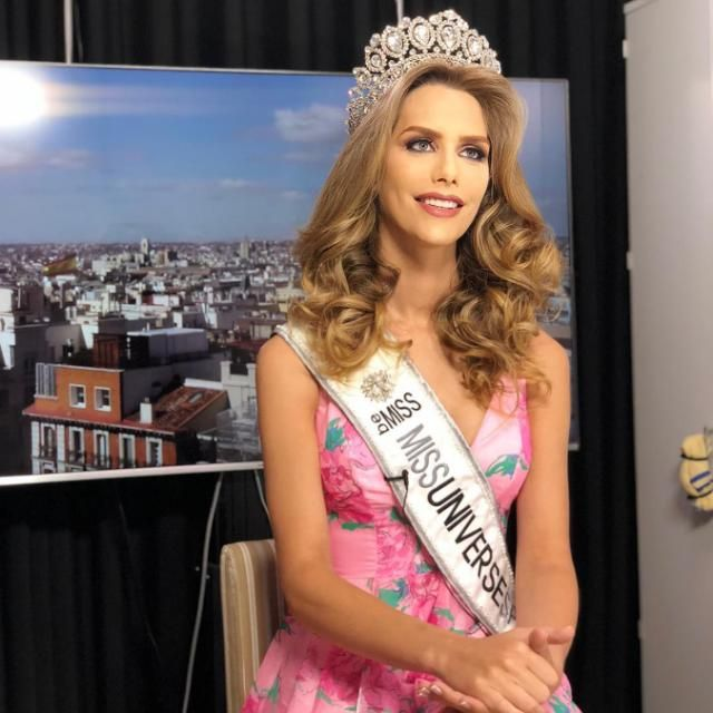 Controversy with Miss Spain to be the first transgender woman to compete in Miss Universe Transgender, Lgbt, Identity, Pride, Students, Teaching, Woman, Celebrities, Beautiful
