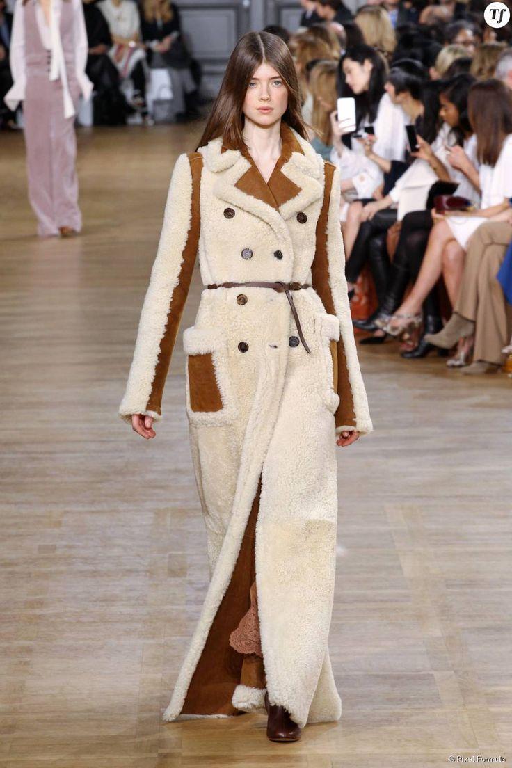 Manteau en peau de mouton retournée au défilé Chloé prêt-à-porter automne-hiver 2015-2016.