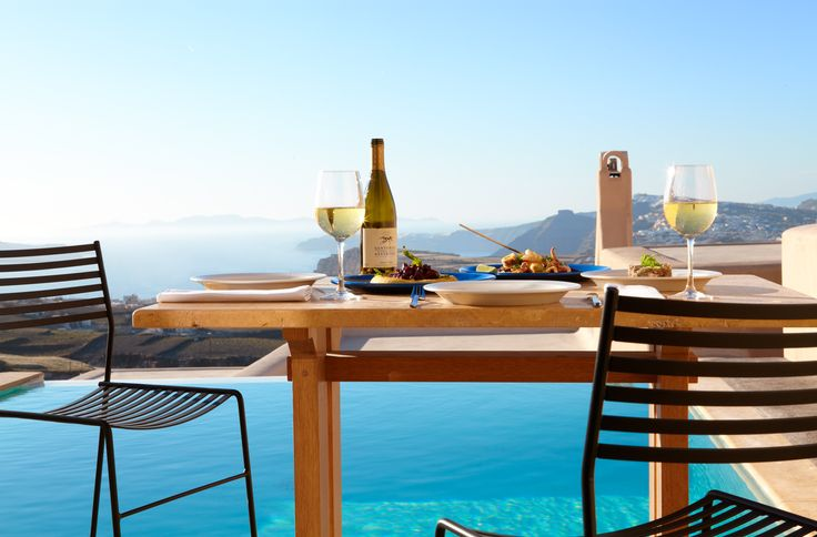 "Trésor Hotels and Resorts_Luxury Boutique Hotels_ This #Easter, meet #Santorini, with a stay at an ""art hotel"", #Voreina #Gallery #Suites. Make your reservation here, http://bit.ly/10kWVdx"