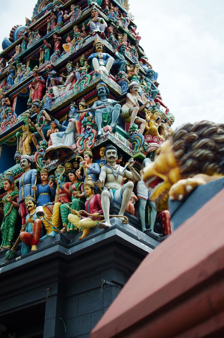 Sri Mariamman Temple, Singapore - by heneedsfood.com