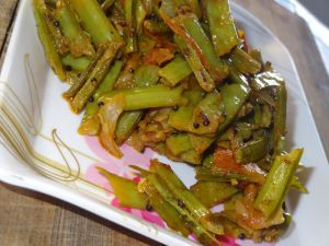 cluster beans side dish  Ingredients: 1 &1/2 cup cluster beans 1/2 medium sized onion (finely chopped) 1 medium sized tomato (finely chopped) 2 green chillies 1/2 tspn mustard seeds 1 tspn cummin seeds 1 sprig of curry leaves 1 tspn chilli powder 1/4 tspn turmeric powder Salt to taste.