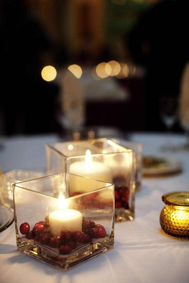 Fall weddings: candles with cranberries