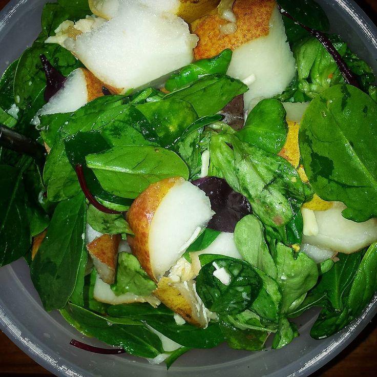 "9 oznaka ""sviđa mi se"", 1 komentara – Magdalena Jelić (@megwrite) na Instagramu: ""#lunch#rawfood #salad #pear #superfood #bodybuildingblocks"""
