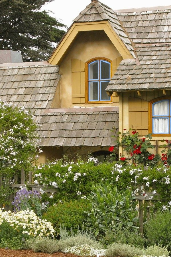 12 Beautiful Cottage Designs You Can Create Yourself To Add Beauty To Your Landscape Cottage Garde Backyard Cottage English Cottage Interiors Cottage Garden